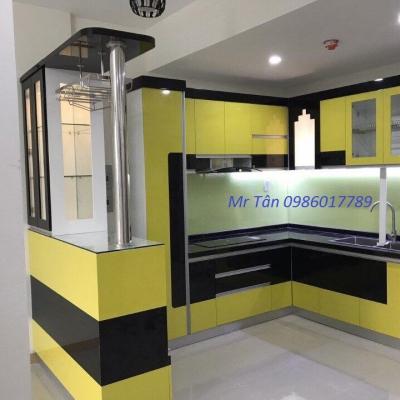 Tủ bếp kết hợp với bàn bar , tủ rượu của nhà Chị Yến , Lạc Long Quân , Hà Nội