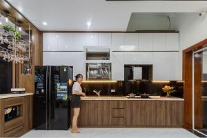 Tủ bếp nhựa vân gỗ kết hợp acrylic chị Liên , biệt thự Mahatan khu Vincom Cầu Rào 2 Hải Phòng